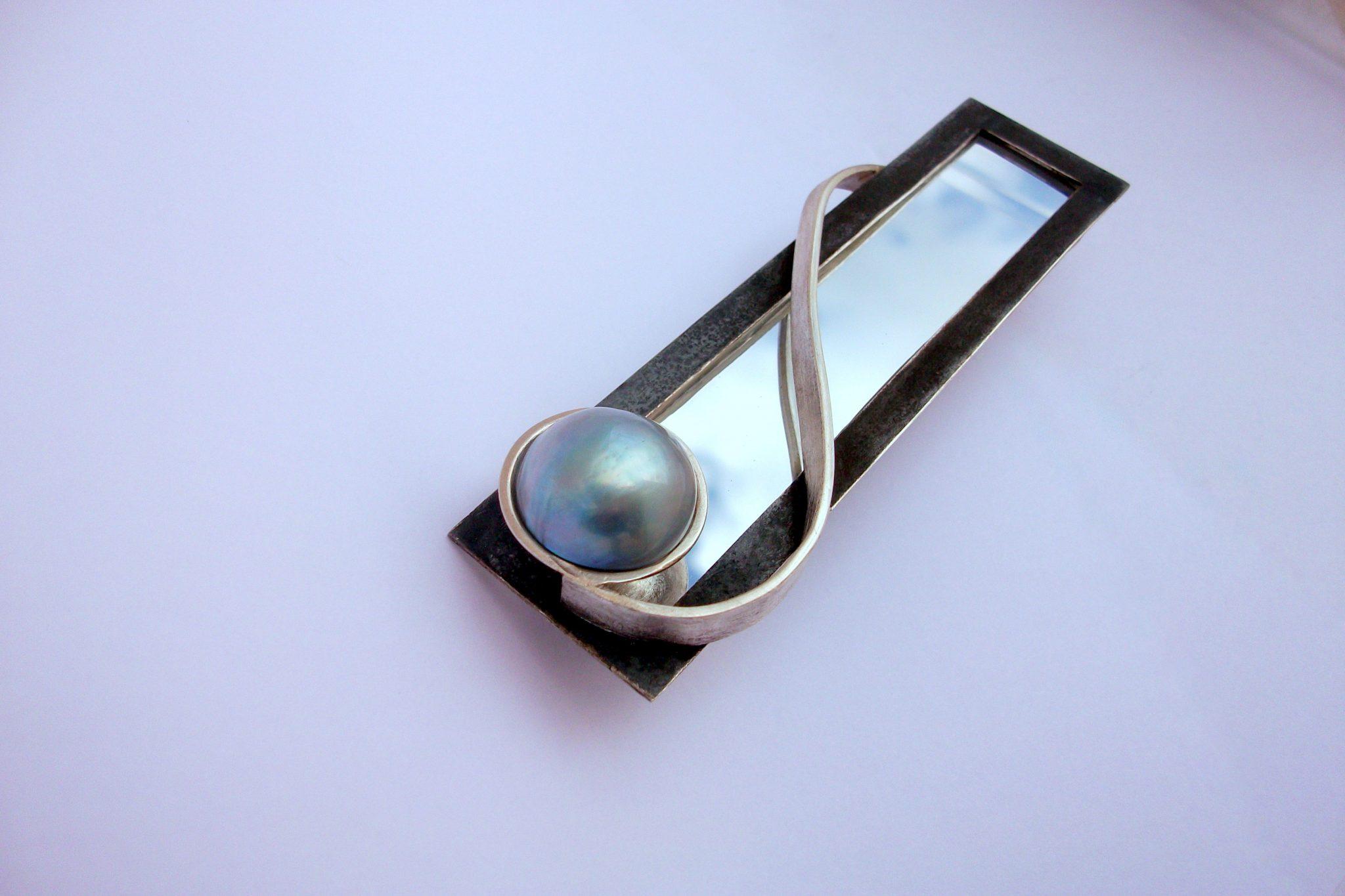 """""""Dalt ses Teulades III"""" brooch-pendant"""