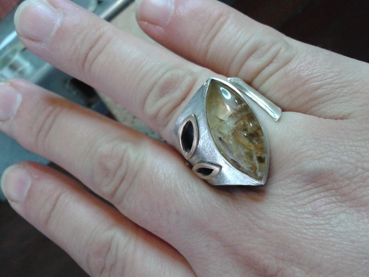 Unique leaves ring